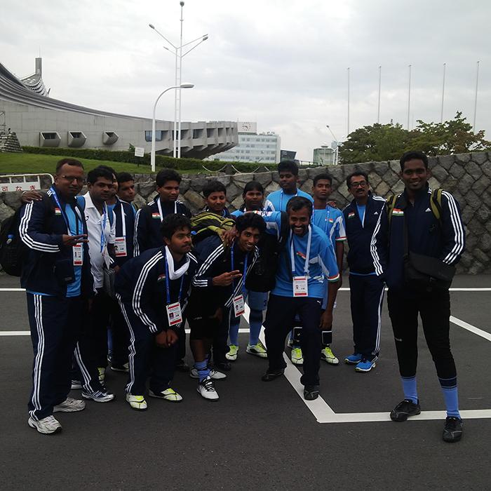 Team india posing to at tokyo
