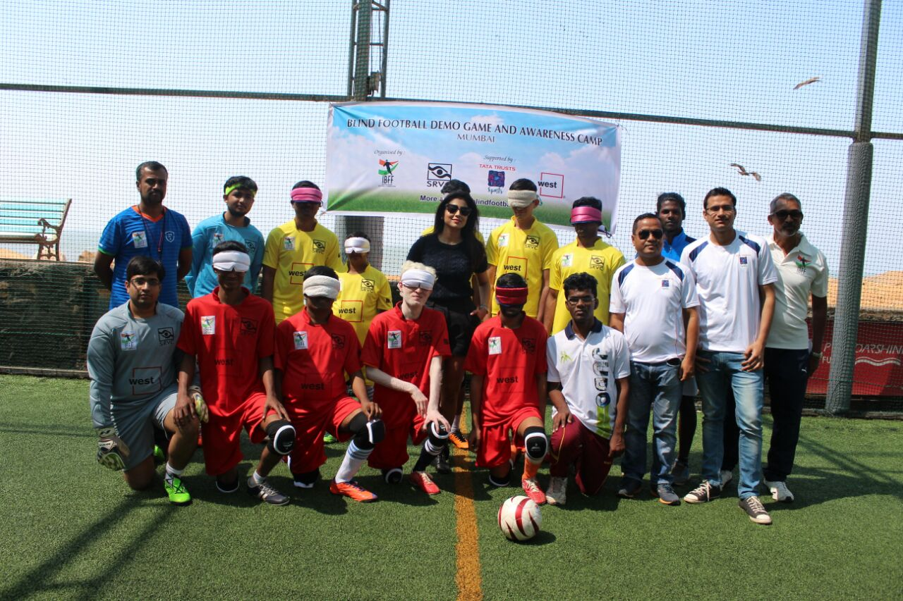 actress shriya saran with players and officials