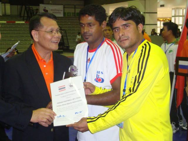 Giving certificates to players