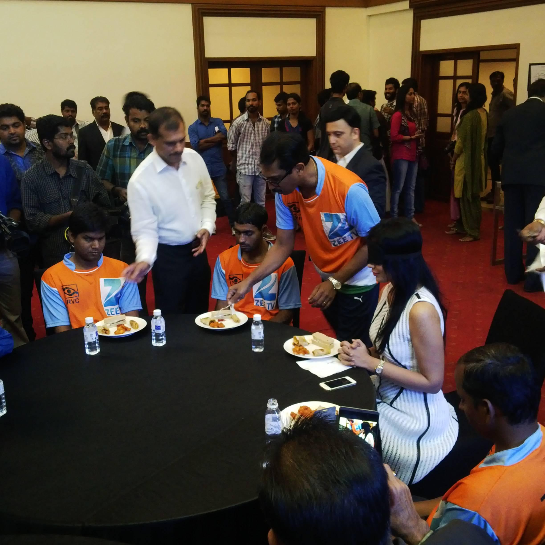 Sriya saran eating lunch with team india