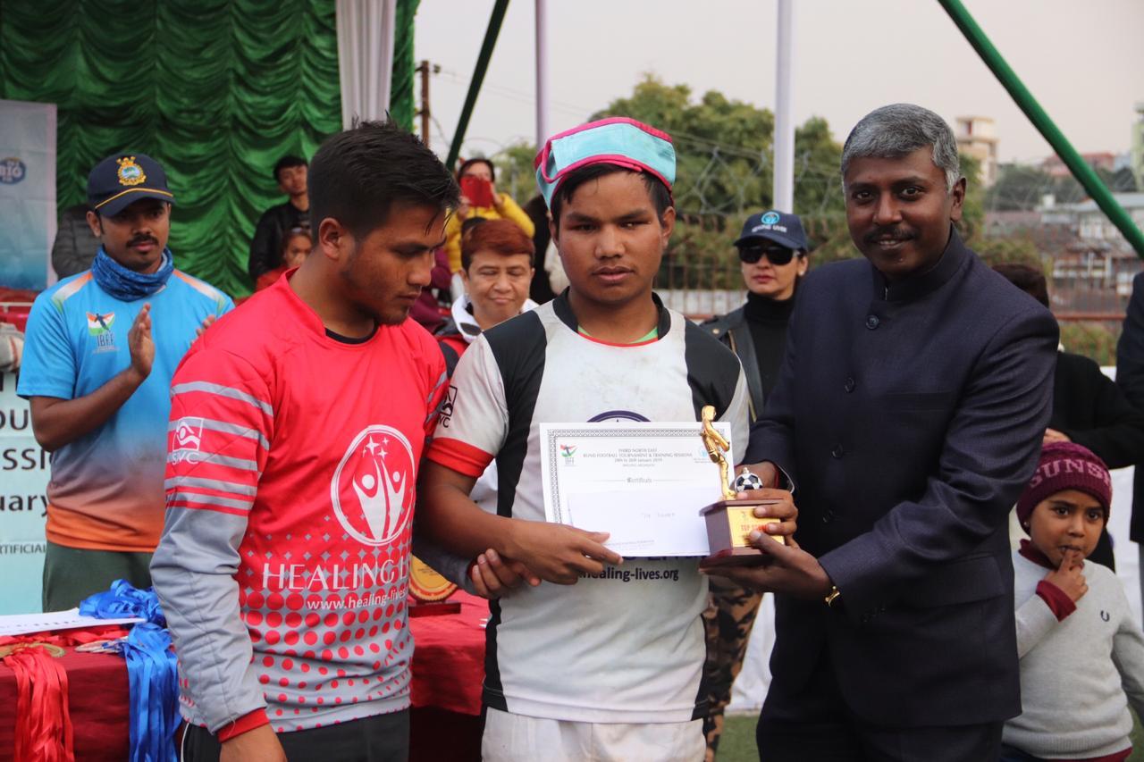 Matsiewdor War Nongbri, IAS giving awards to player